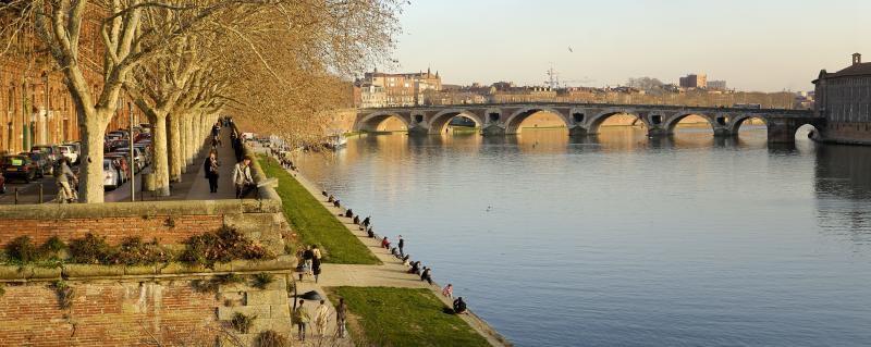 Beautiful walks on the Quais de la Garonne